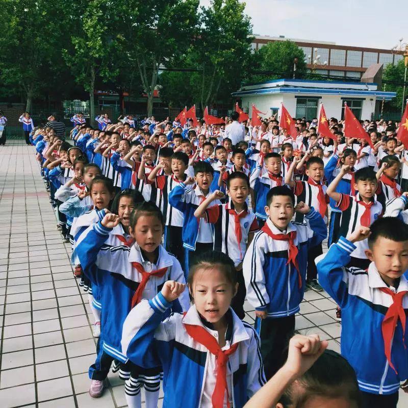 无棣县第一实验小学举行一年级少先队员入队仪式