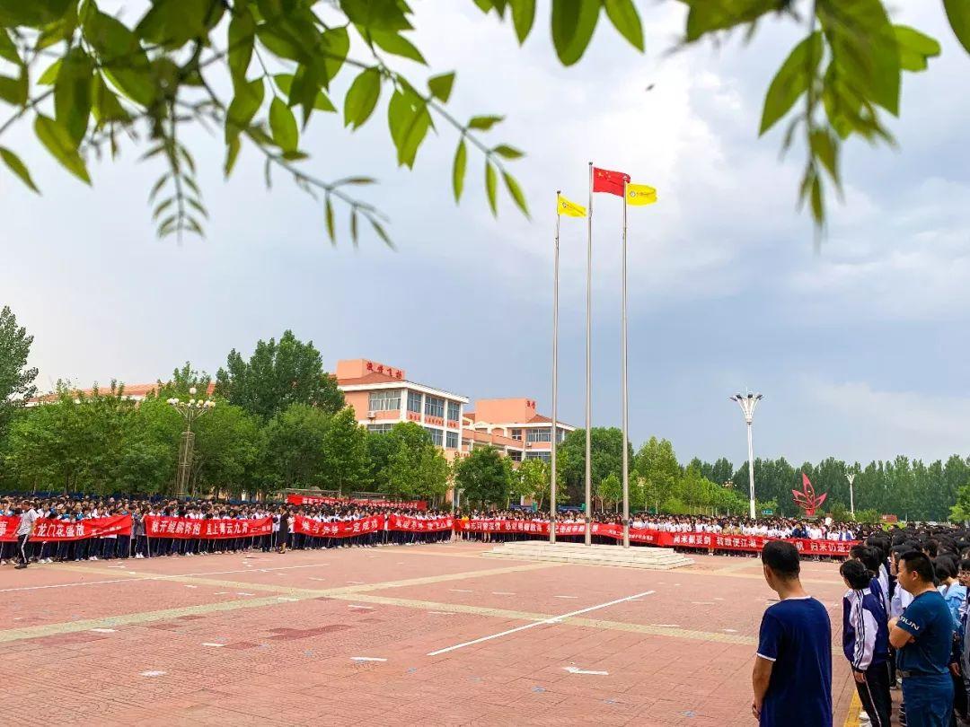 无棣二中举行升旗仪式暨高三毕业典礼
