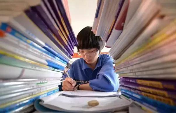 三张图揭露高考残酷真相:读书很苦,但没有更容易的路