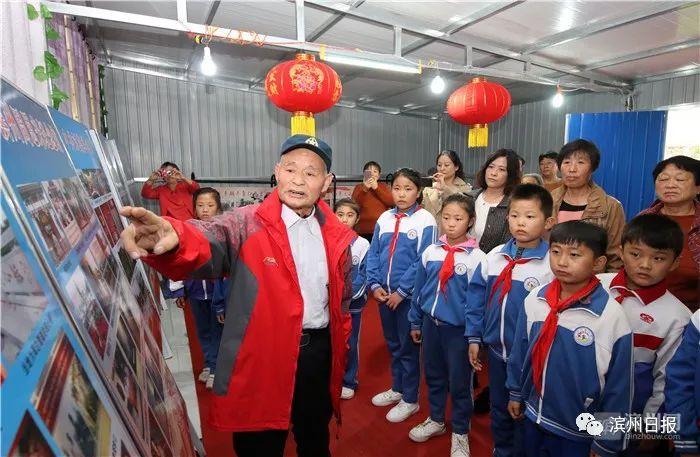 无棣老党员将农家院办成红色文化展览馆 每周升国旗!