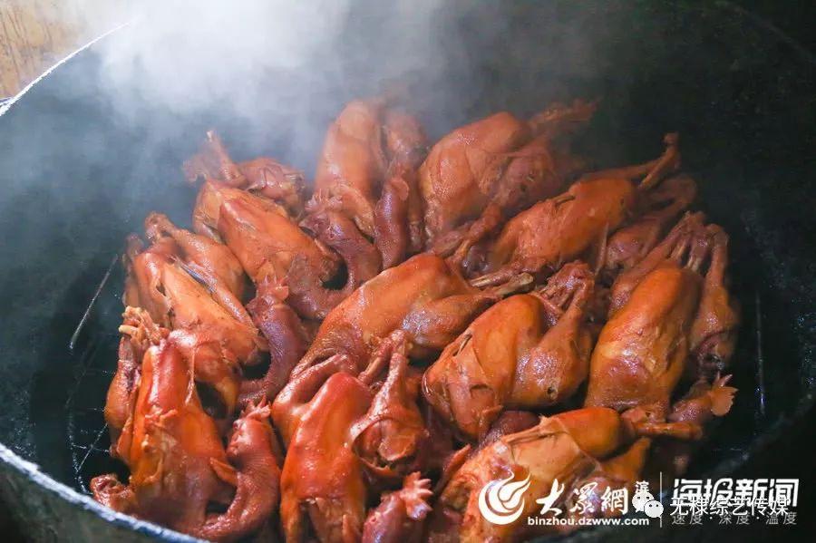 无棣大山烧鸡香飘百年 老汤蒸煮成就独特风味