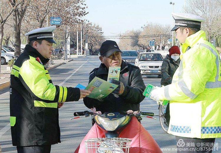 全国安全日,无棣交警与慈善义工在行动