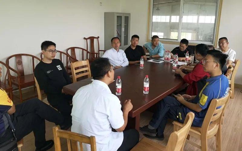 棣洲智汇物流港招商部与10余家快递公司负责人进行了深度的交流和讨论
