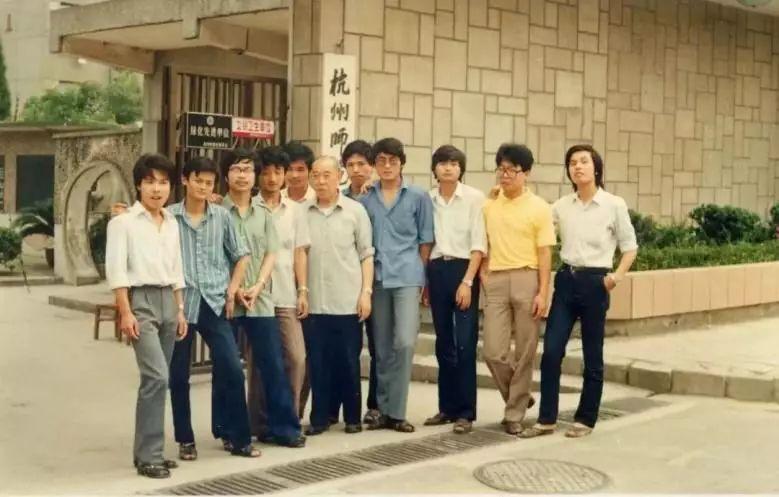 第一个拍下巴菲特午餐的华人是谁吗?是OPPO/vivo的幕后老板,小霸王和步步高的创始人段永平。