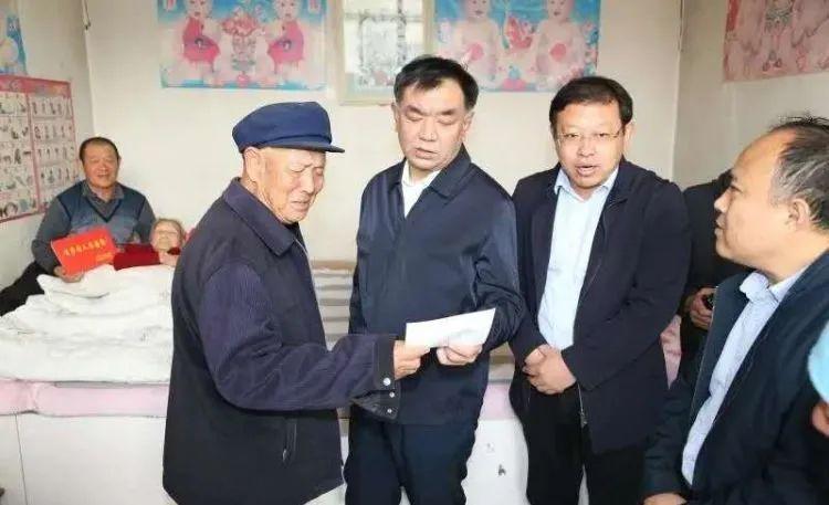无棣县领导到佘家镇慰问百岁老人