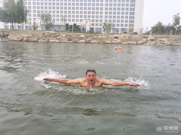 无棣冬泳人:天冷了 游泳去