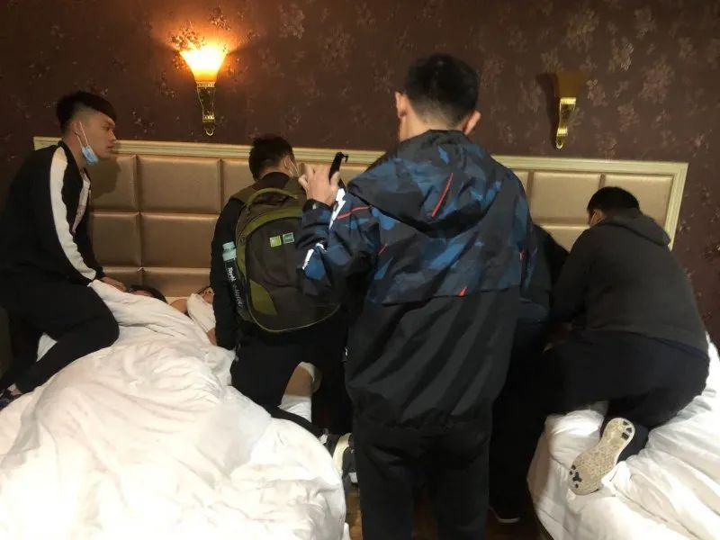 """滨州邻市警方抓获""""美女服务""""团伙!10余名少男少女竟参与其中......"""