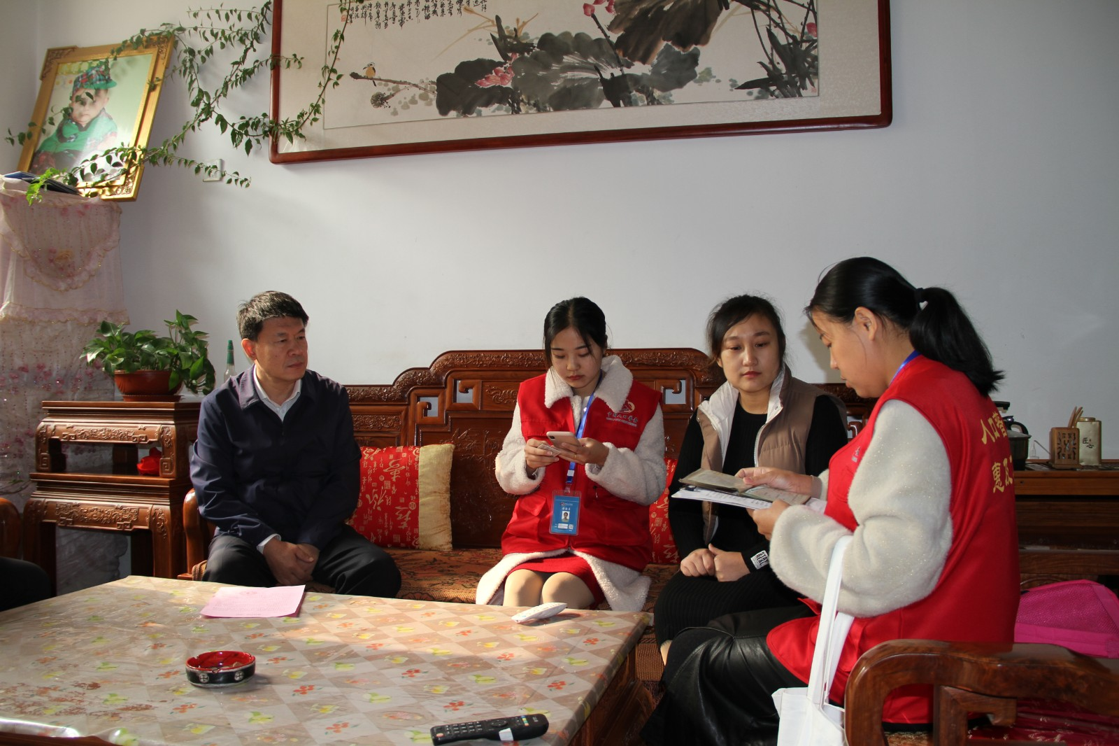 丁锋、郑振亮参加第七次全国人口普查正式登记