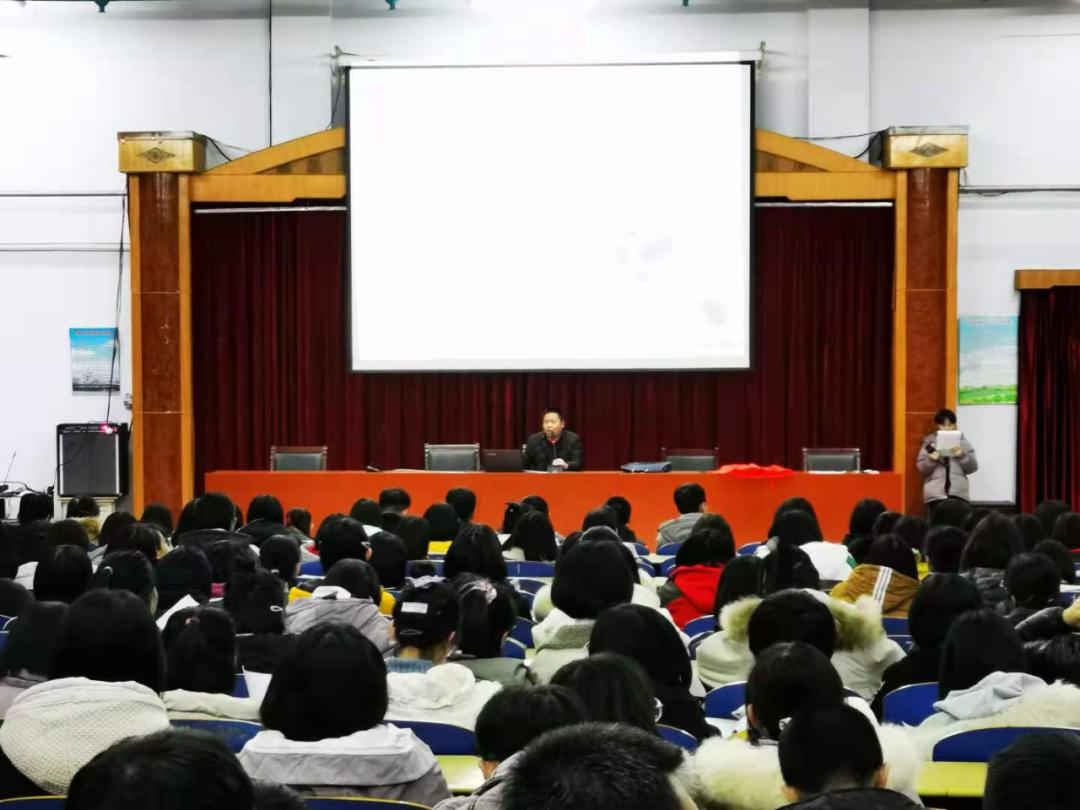 无棣二中高三2级部举行期中总结表彰大会